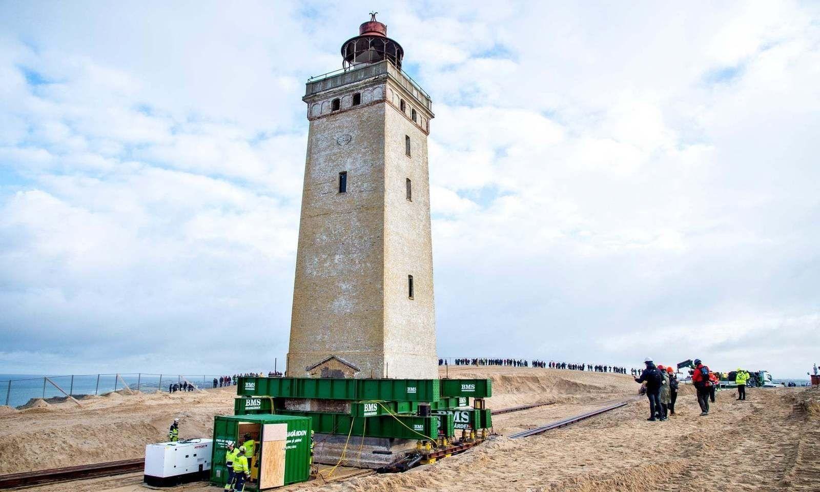 Дани улс түүхийн дурсгал болсон гэрэлт цамхагаа нүүлгэж байна