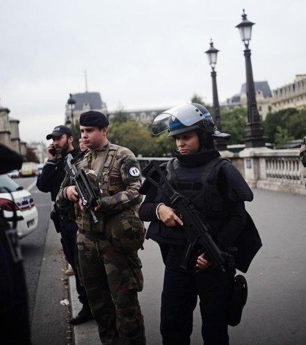 91c6bc paris police crime x220