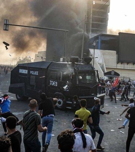 E82304 iraq protest x220