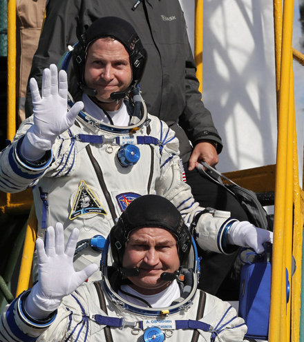 14b910 us russian cosmonauts x220