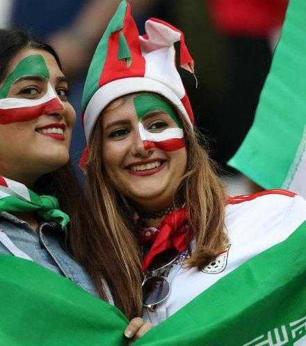 719974 iran women fans x220