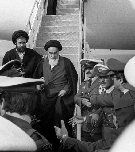 F8b6d9 khomeini arrival tehran x220