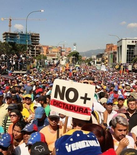 877d31 venezuela protest 2 x220