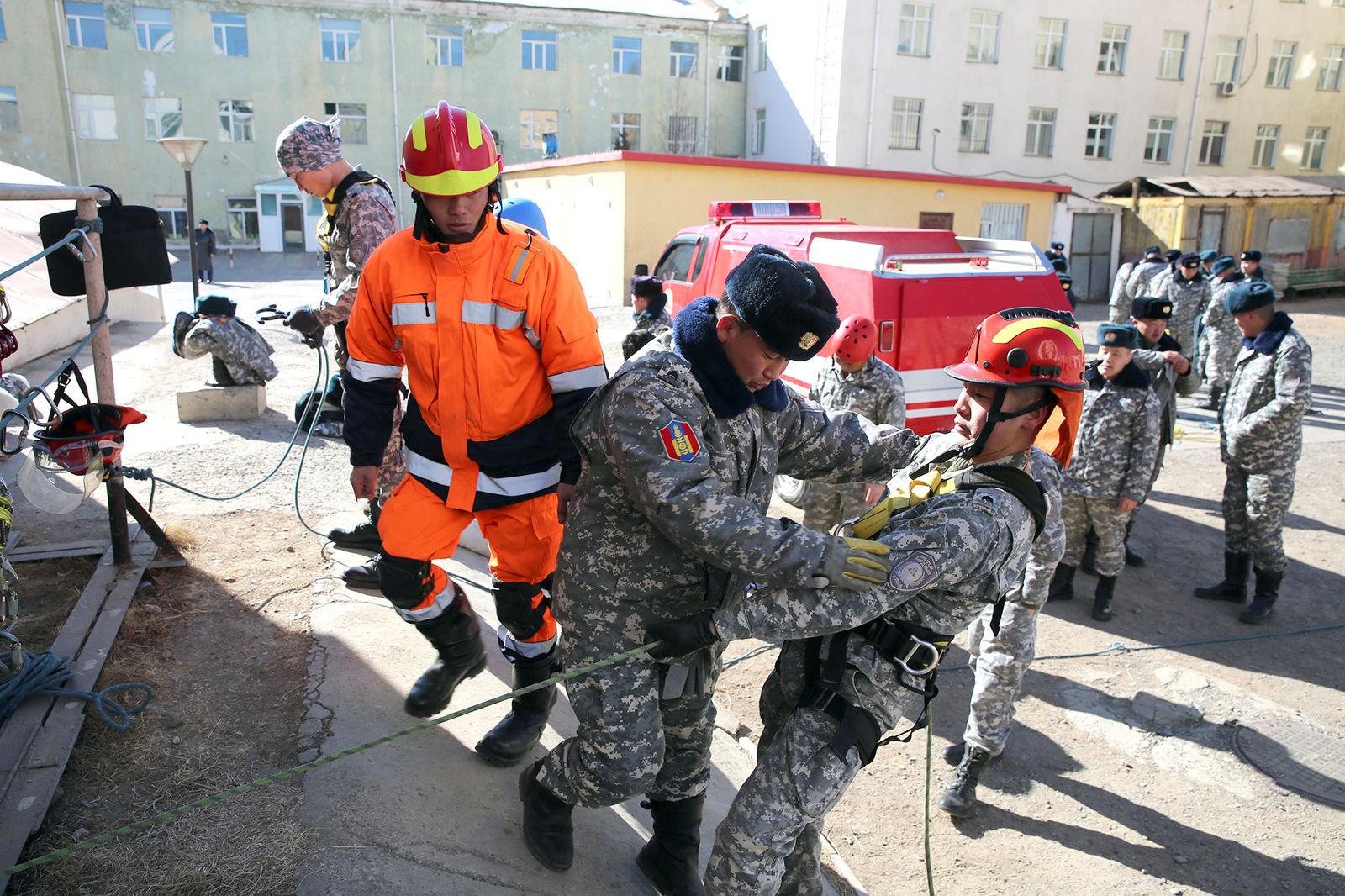 2141d4_159A2735_x974 Япон аврагчид Монголд иржээ