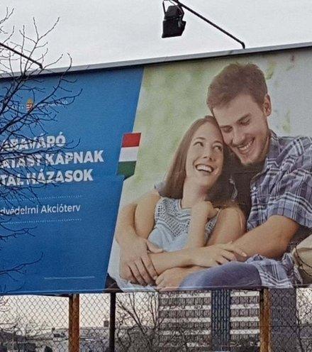 Aa3bb7 hungary ad family x220