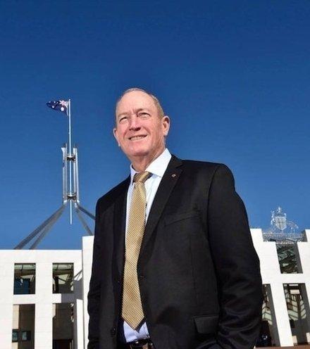 0df2b3 australian senator egged x220