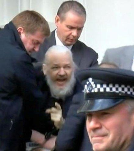 6c3362 julian assange arrest x220