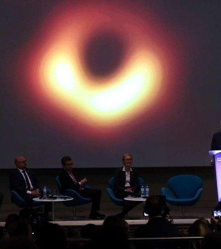 04999b black hole announcement x220