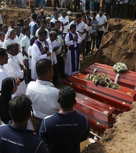 8f7ba1 sri lanka burial x220