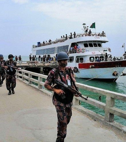 F5240b bangladesh border patrols st martin island x220