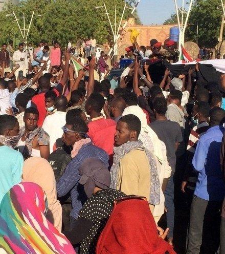 2221d5 sudan protest x220
