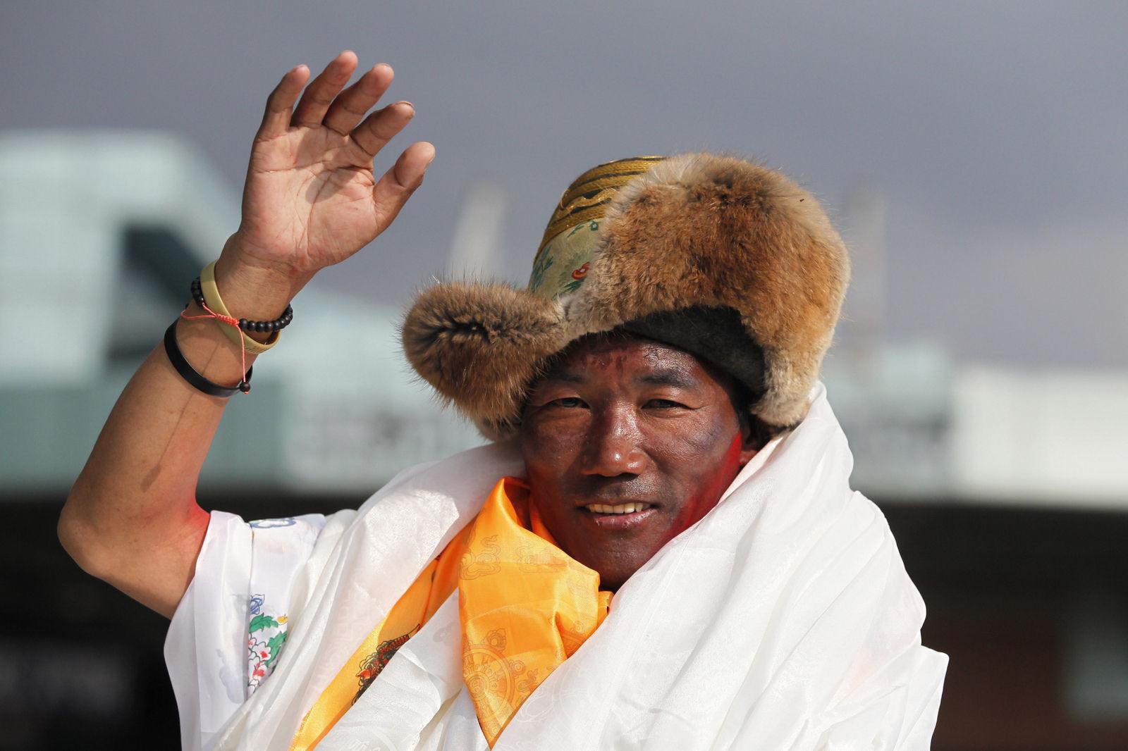 Балбын уулчин 24 удаа Эверестийн оргилд гарч, дээд амжилт тогтоолоо