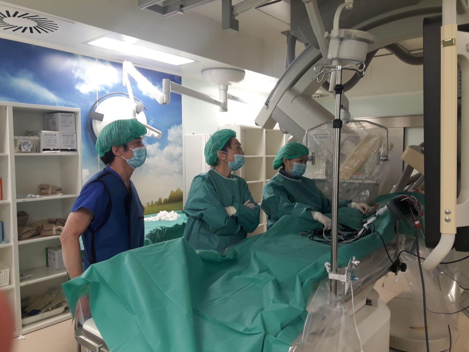 Монгол эмч нар зүрхний хэм алдагдлын судсан дотуурх мэс ажилбарыг эх орондоо анх удаа хийлээ