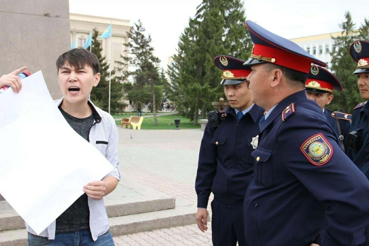 Хоосон цаас барьж зогссон залууг Казахстанд баривчилжээ