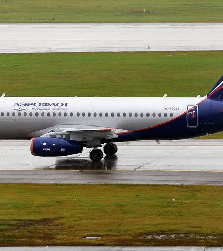 308810 aeroflot superjet x220