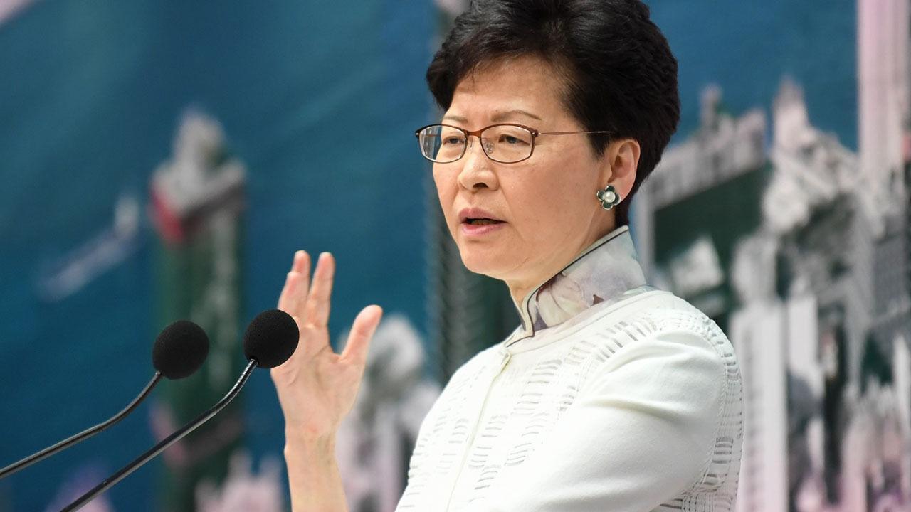 Хонг Конгийн захирагч ард иргэдээсээ уучлал гуйлаа