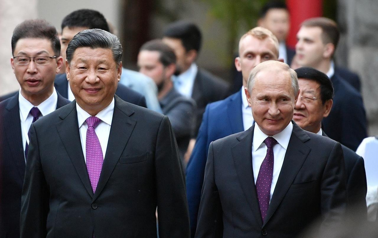 Ши, Путин нар бэлгийн панда баавгайнуудыг үзсэнийхээ дараа Санкт Петрбургийг зорьжээ