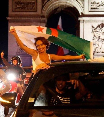 F8ab22 algerians in paris x220