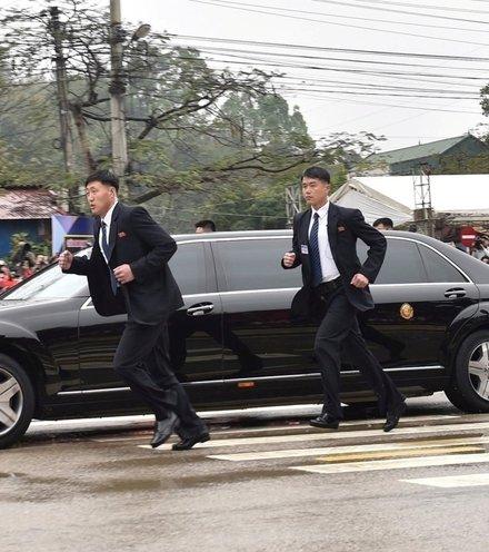 1d0bd5 kim jong un bodyguards 2 x220