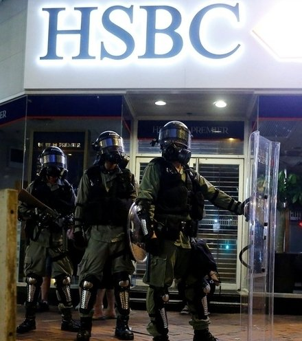 Abb60a hong kong protest atm x220