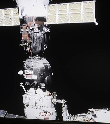D0b829 iss with soyuz x220