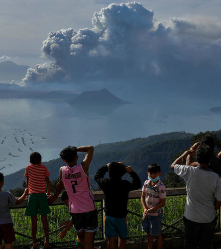 73c072 taal volcano philippines x220