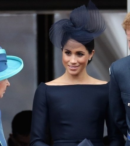 16fb0d queen meghan harry social x220