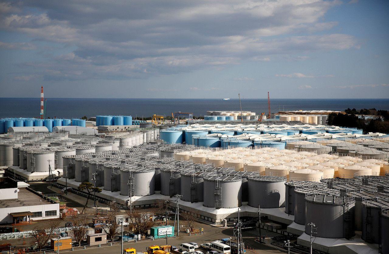 Фукушимагийн цацрагт хордсон усыг далай руу цутгахаар болжээ
