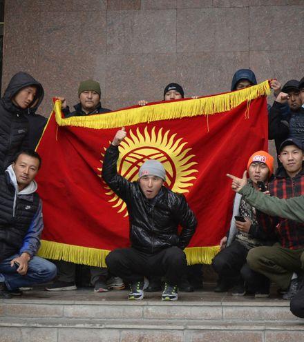 244fdr kyrgyz protest 2 x220