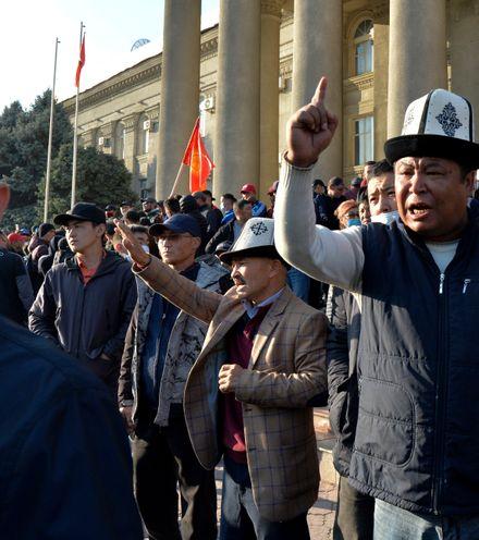K30w41 kyrgyz protest 3 x220