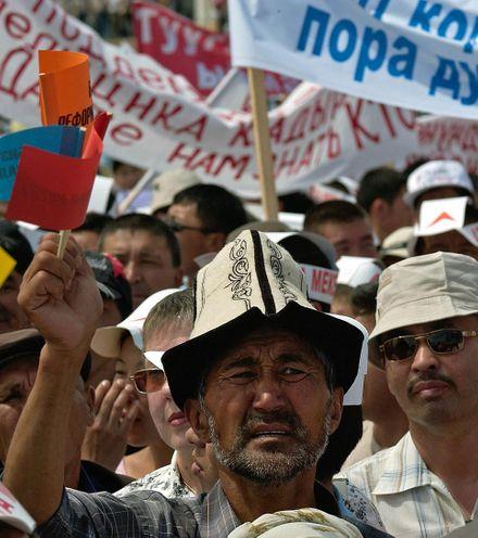 052txk kyrgyz protest 4 x220