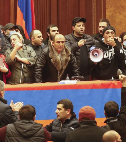O036tr armenian parlament seaze x220