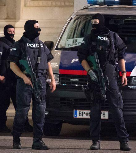 Xr9ham austria police search x220