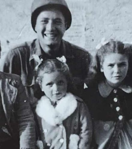 W2ogal us soldier with siblings x220