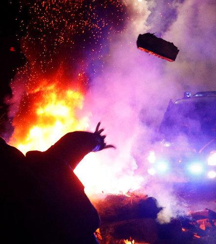 2c0904 ukraine protest corona x220