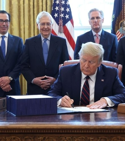 9d0e8e trump sign rescue bill x220