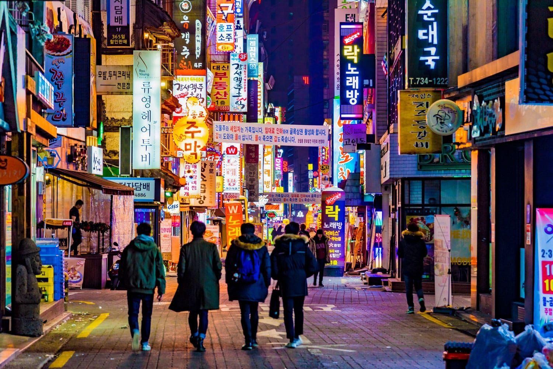 Өмнөд Солонгост COVID-19 халдварын шинэ тохиолдол 40 хүрсний дараа Сөүлийн баар, цэнгээний газруудыг хаалаа