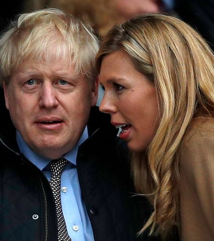387iuj boris johnson and carrie symonds x220
