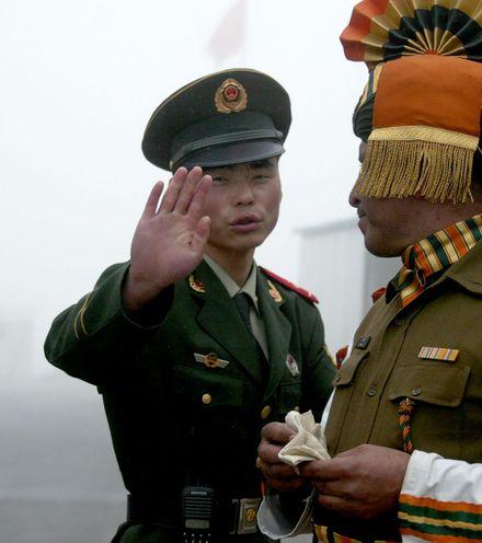 2ew8i1 china india border fight x220