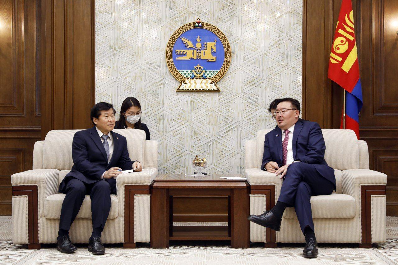 БНСУ-ын эксим банкны санхүүжилтээр хэрэгжүүлж буй төслүүдийг эрчимжүүлэхийг Солонгосын талаас хүслээ