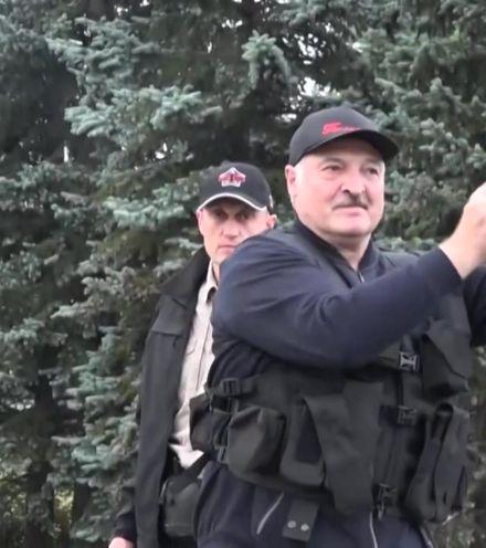 Y32g2c lukashenko with gun x220