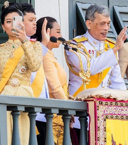 F17r82 thai king against facebook x220