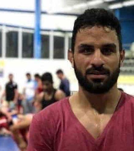 Dmx8j3 iran wrestler execution x220