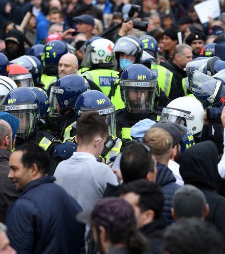 Hgizas uk protest covid 19 x220