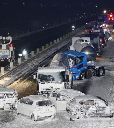 Qbh1cx japan snow pile up x220