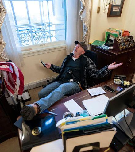 Amcdfp pelosi desk photo x220