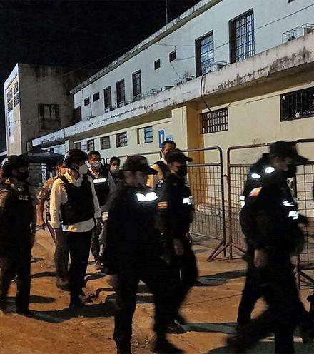 83y6ff ecuador prison riot x220