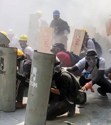 0j6m7g myanmar protest x220