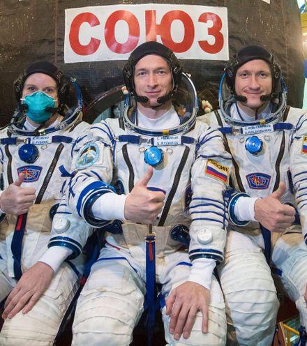 6cdhj3 astronauts soyus ms 17 x220