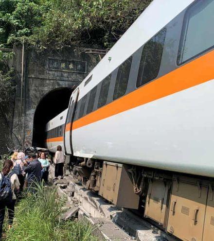 M84cl3  taiwan railroad crash x220